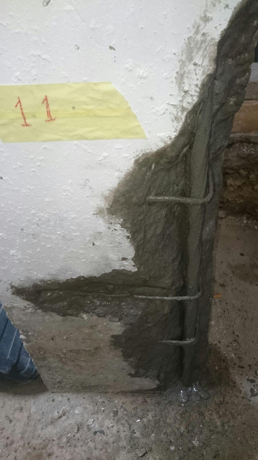 Picado de solado,revestimientos de zona de apoyo de la estructura metálica, limpiando zonas afectadas,retirando hormigon suelto